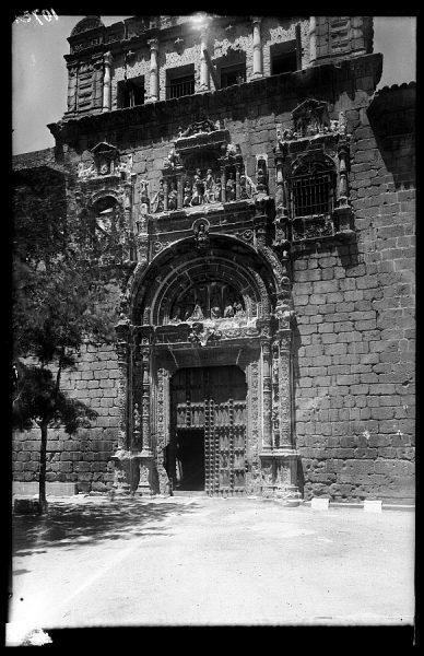 01 - 1947-07-00 - 107 - Toledo - Portada de Santa Cruz