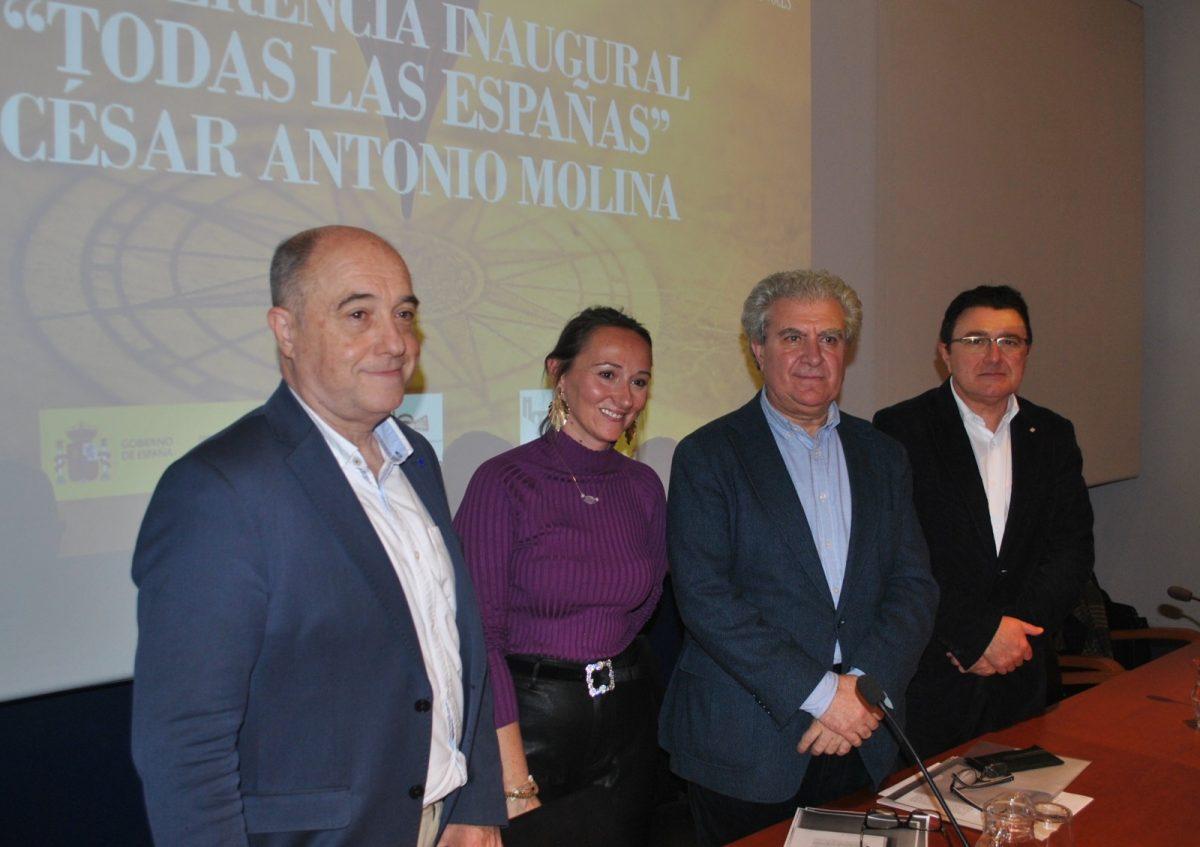 https://www.toledo.es/wp-content/uploads/2019/10/01-conferencia-homenaje-1200x847.jpg. El Gobierno local respalda el homenaje a Palomero y Mateos, impulsores del Laboratorio Multicultural 'Francisco Márquez de Villanueva'