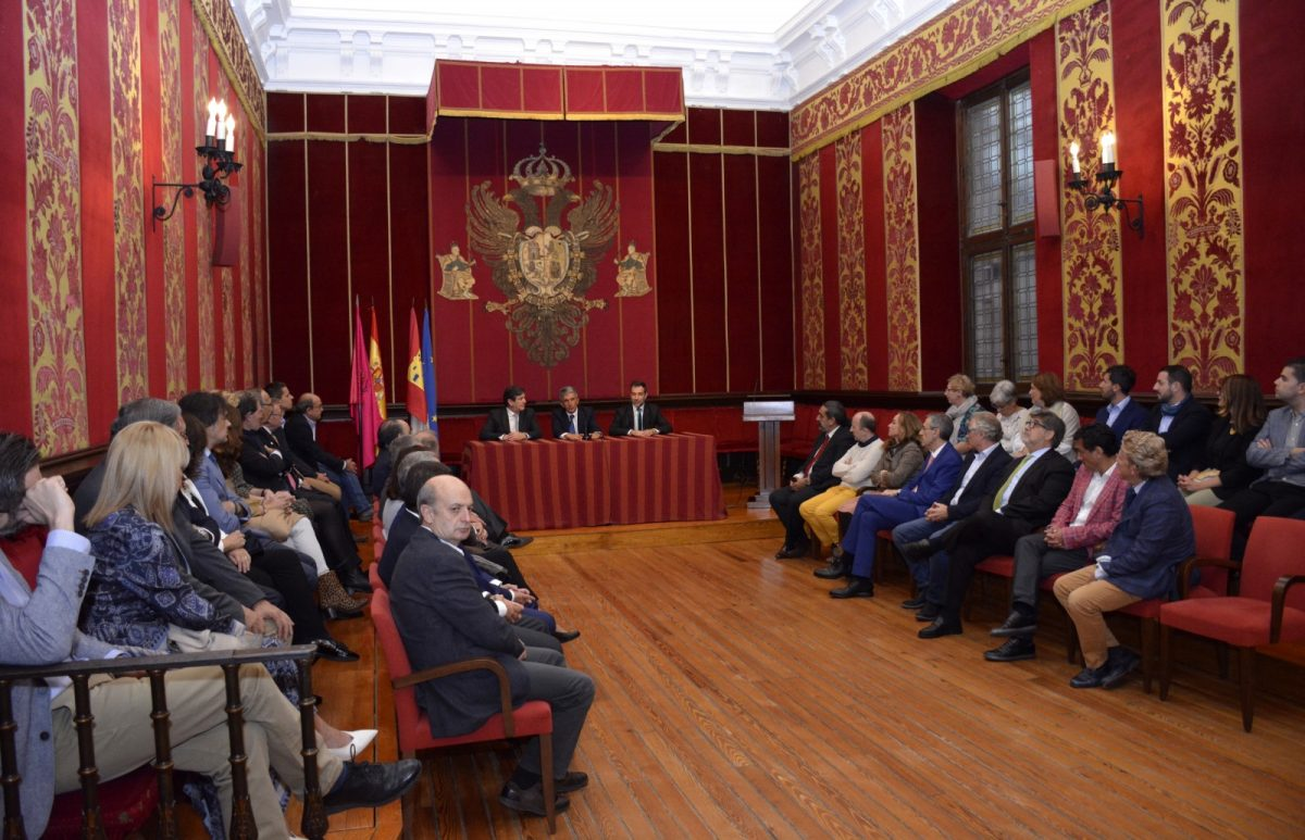 http://www.toledo.es/wp-content/uploads/2019/10/01-visita-congreso-residuos-electricos-1200x773.jpg. El Gobierno local recibe a representantes del III Congreso Nacional de Gestión de Residuos de Aparatos Eléctricos