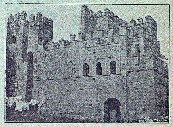 0115_TRA-1916-063-La Antigua Puerta de Visagra despues de restaurarla-Foto Ciarán