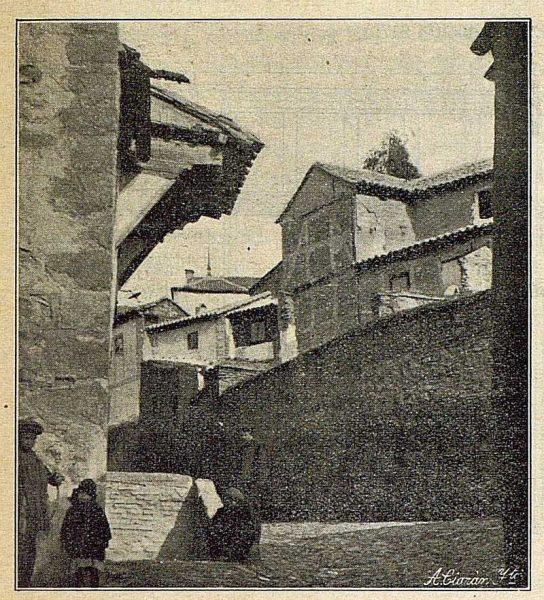 0119_TRA-1917-065-Soledizo que corona la puerta del convento de las Jerónimas de San Pablo-Foto Ciarán