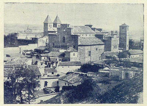 0137_TRA-1920-137-Exterior de la Iglesia de Santiago del Arrabal-Foto Clavería