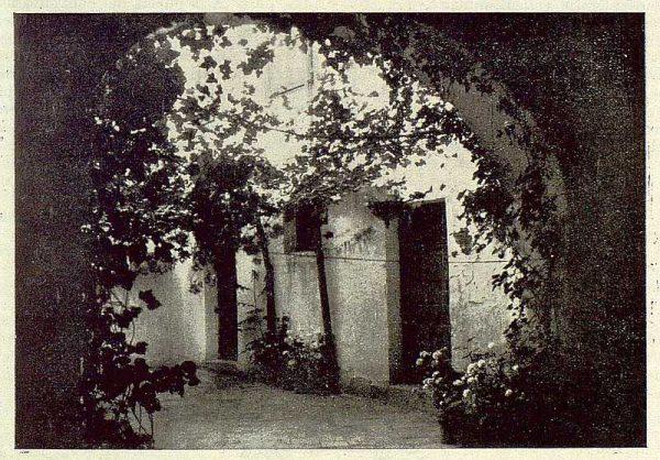 016_TRA-1929-265-Convento de San Clemente, patio de la portería