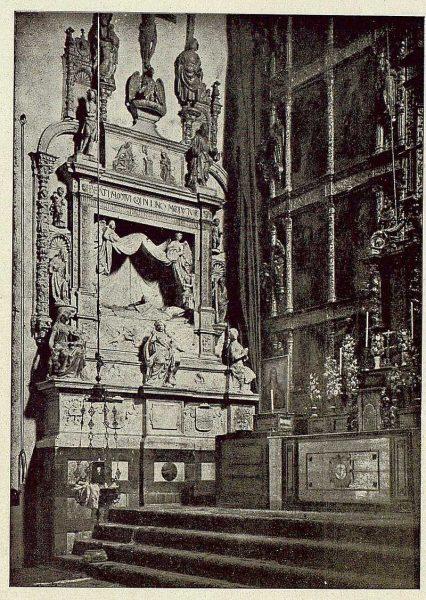 018_TRA-1921-174-Convento de San Juan de la Penitencia, sepulcro del obispo Ruiz-Foto Clavería