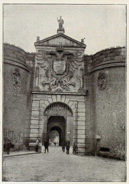 018_TRA-1926-228-Puerta de Visagra-Foto Rodríguez