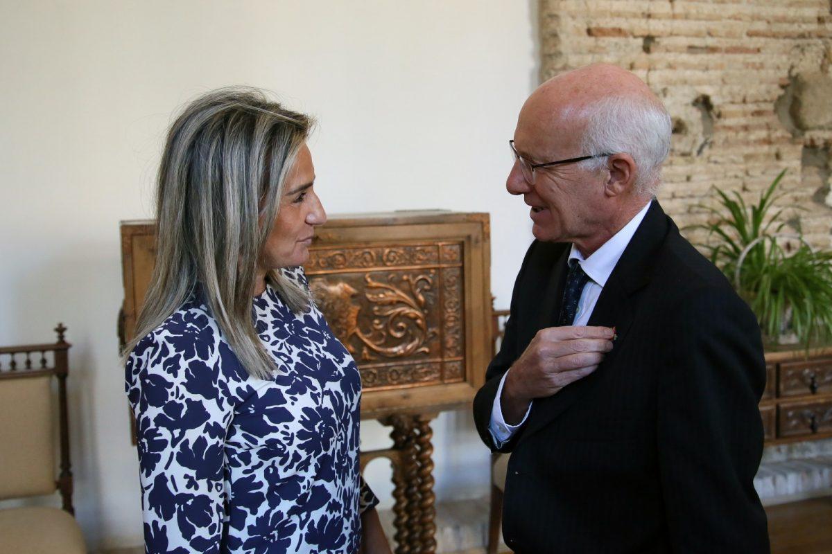 http://www.toledo.es/wp-content/uploads/2019/10/01_embajador_canada-1200x800.jpg. Milagros Tolón mantiene un encuentro institucional con el embajador de Canadá en España