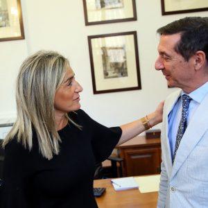 ilagros Tolón recibe al nuevo presidente de la Audiencia Provincial de Toledo, Juan Ramón Brigidano, en el Ayuntamiento