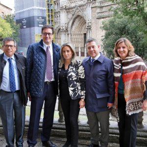 l presidente de Paradores conoce el Ayuntamiento junto a la alcaldesa y visita las obras de restauración de la Catedral