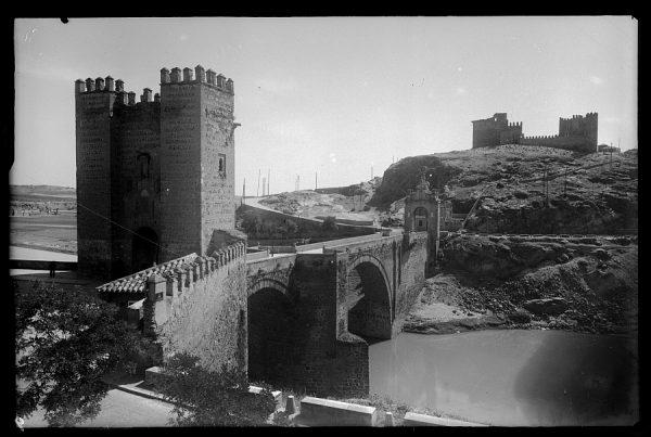 02 - 1947-07-00 - 009_2 - Toledo - Puente de Alcántara y castillo de San Servando