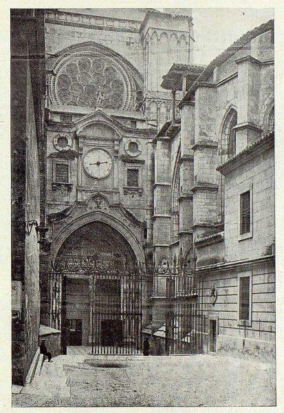0204_TRA-1923-202-Catedral, puerta del Reloj-Foto Clavería