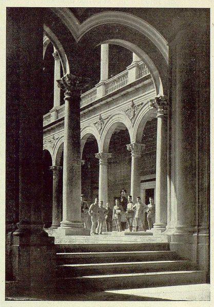 0221_TRA-1925-217-Alcázar, patio-Foto Clavería