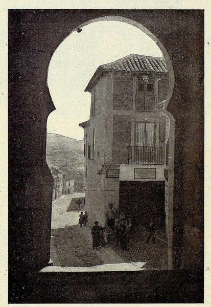 023_TRA-1928-253-Arco y Posada de la Sangre