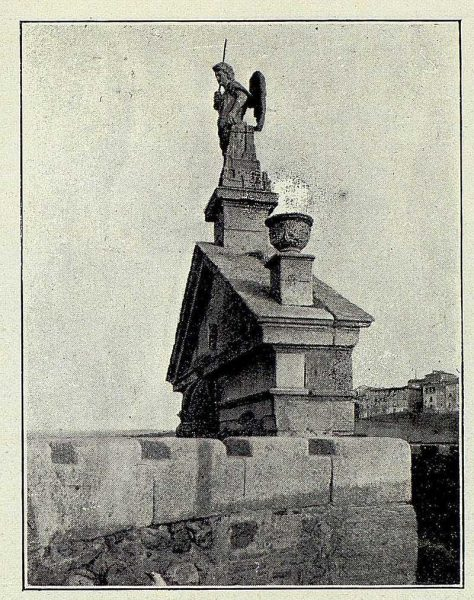 025_TRA-1927-241-Puerta de Bisagra, arcángel San Miguel