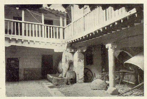 026_TRA-1929-271-Posada de la Sangre, patio
