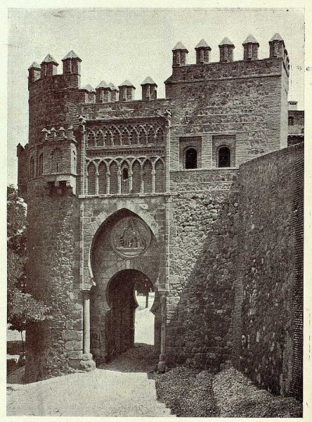 028_TRA-1928-251-Puerta del Sol, exterior-Foto Clavería
