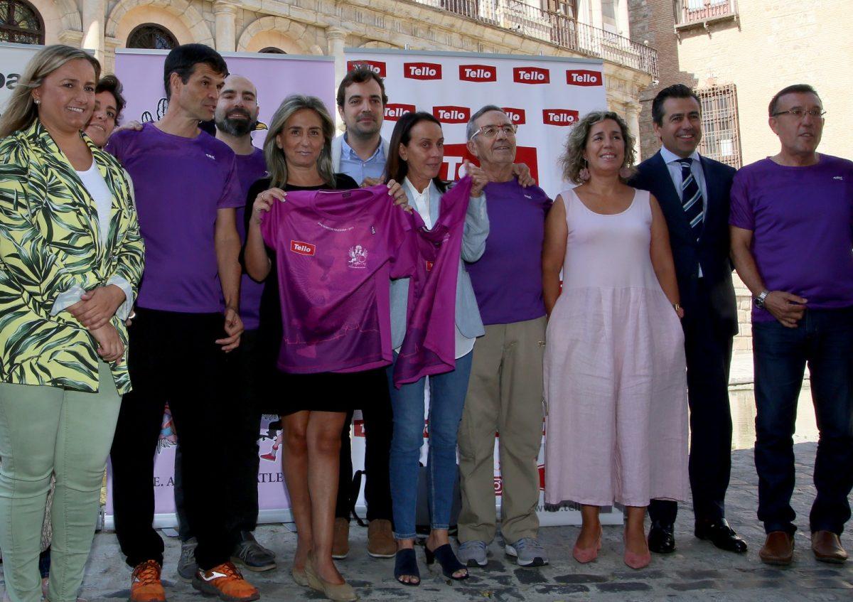 http://www.toledo.es/wp-content/uploads/2019/10/02_camiseta_san_silestre-1200x847.jpg. La alcaldesa respalda la presentación de la camiseta 'más toledana' de la 'San Silvestre' que abre este martes sus inscripciones