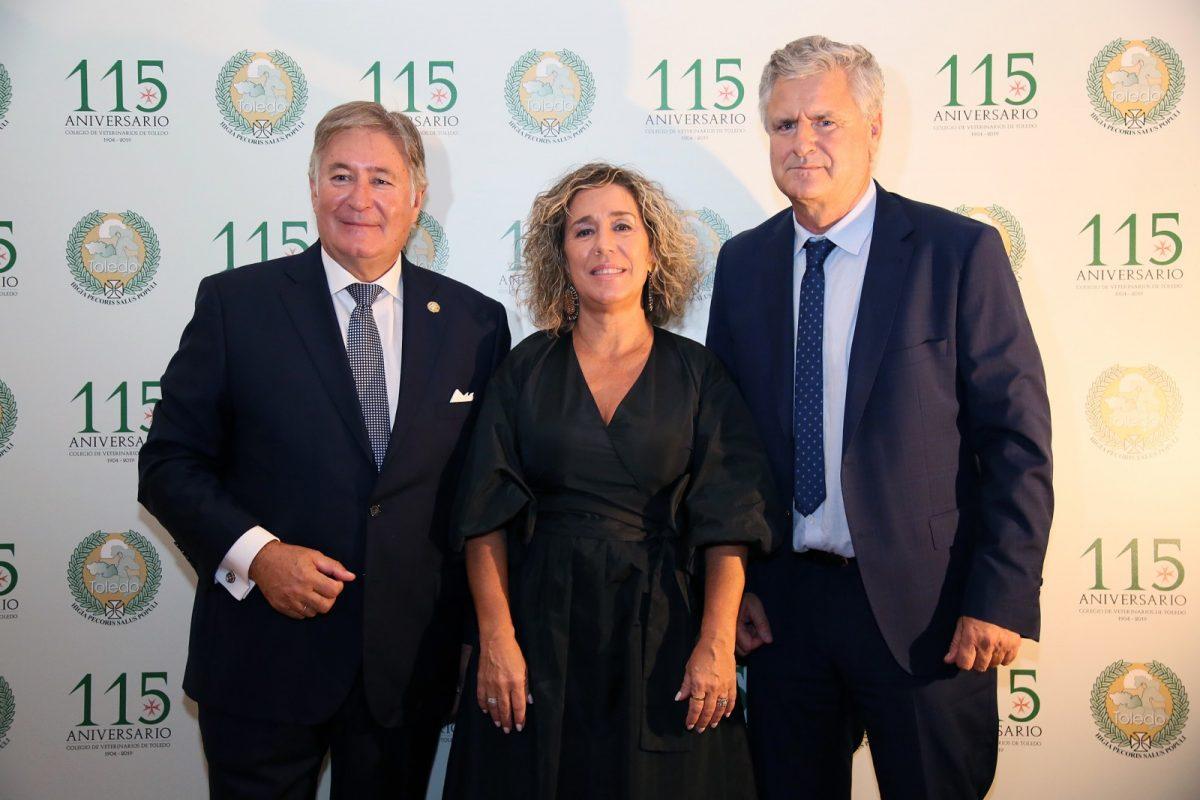 http://www.toledo.es/wp-content/uploads/2019/10/02_cena_beterinarios-1200x800.jpg. El Colegio Oficial de Veterinarios recibe la felicitación de la ciudad en el 115 aniversario de su fundación
