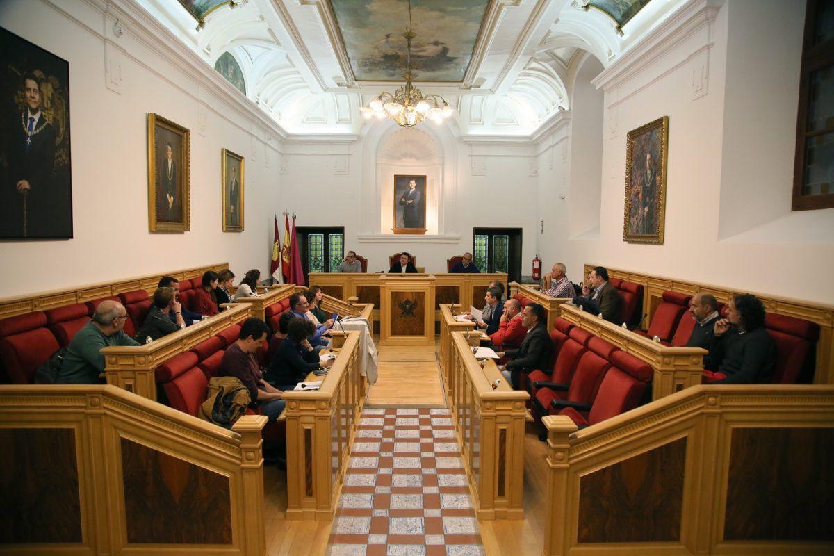 http://www.toledo.es/wp-content/uploads/2019/10/02_consejo_escolar-1200x800.jpg. El Pleno del Consejo Escolar de la ciudad de Toledo se reúne en el Ayuntamiento con motivo del inicio del curso académico