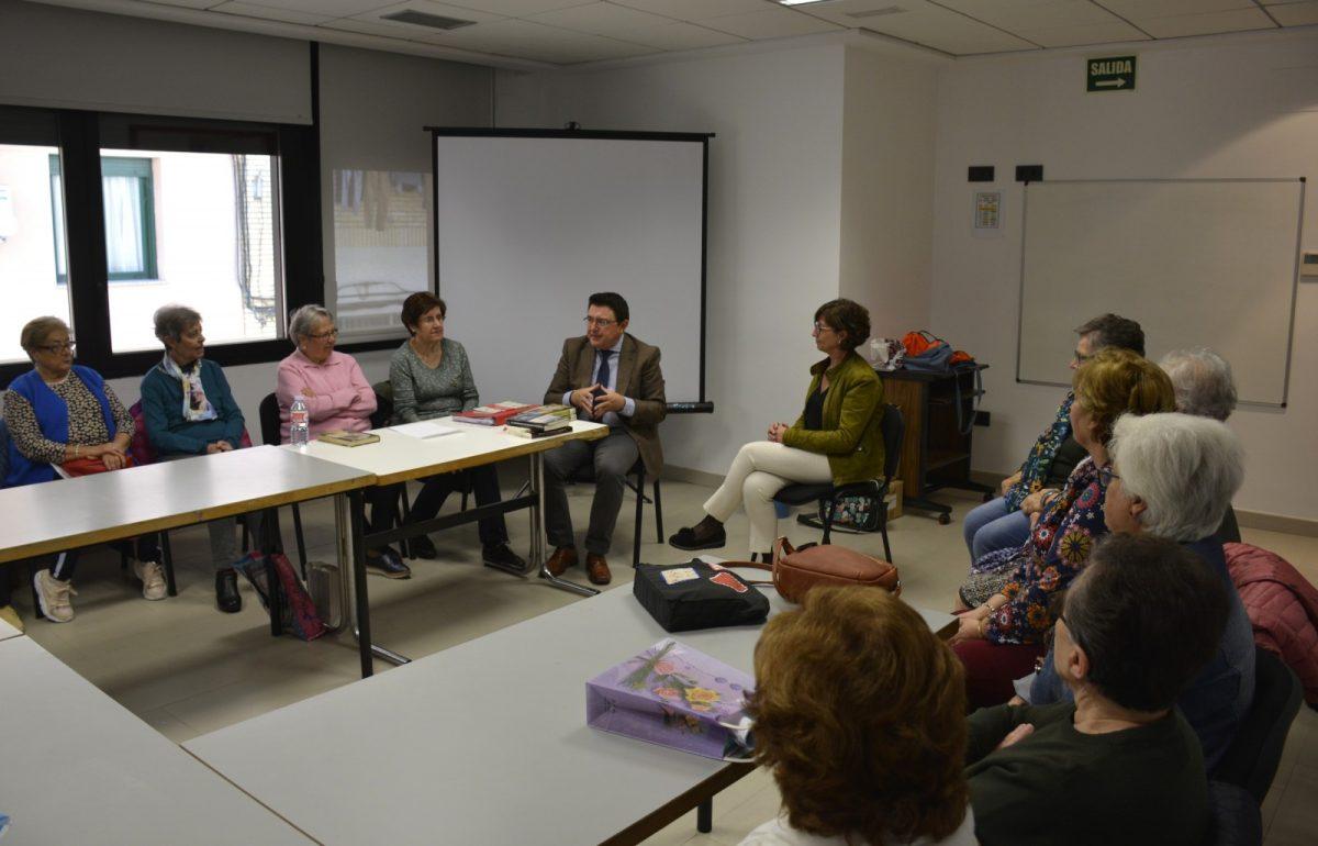 http://www.toledo.es/wp-content/uploads/2019/10/03-club-de-lectura-1200x770.jpg. El Gobierno local destaca en el Día de las Bibliotecas los clubes de lectura como herramienta cultural y de convivencia