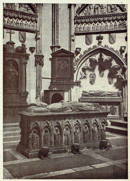 0302_TRA-1928-254-Catedral, capilla de San Ildefonso, sepulcro de Gil de Albornoz-Foto Clavería