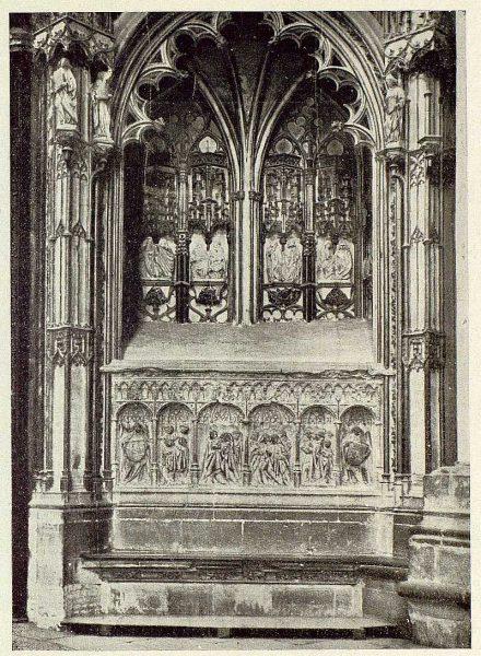 0324_TRA-1929-266-Catedral, sepulcro del arzobispo Bartolomé de Carranza en el interior de la Puerta de los Leones-Foto Clavería