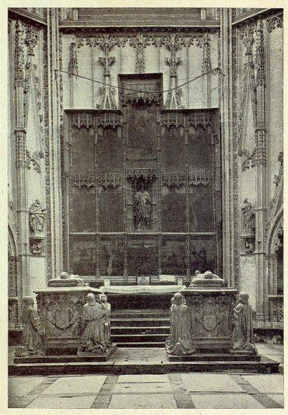 0341_TRA-1930-281-282-Catedral, capilla de Santiago-Foto Clavería