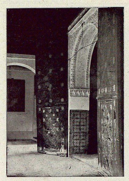 0357_TRA-1921-173-Convento de Santa Isabel, entrada al refectorio viejo-Foto Comendador