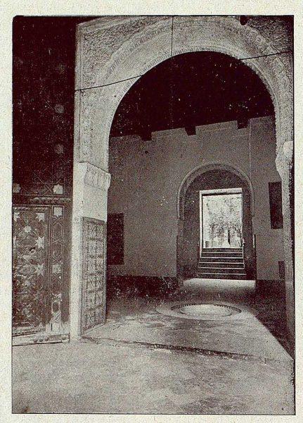 0358_TRA-1921-173-Convento de Santa Isabel, entrada al salón de la fuente-Foto Comendador