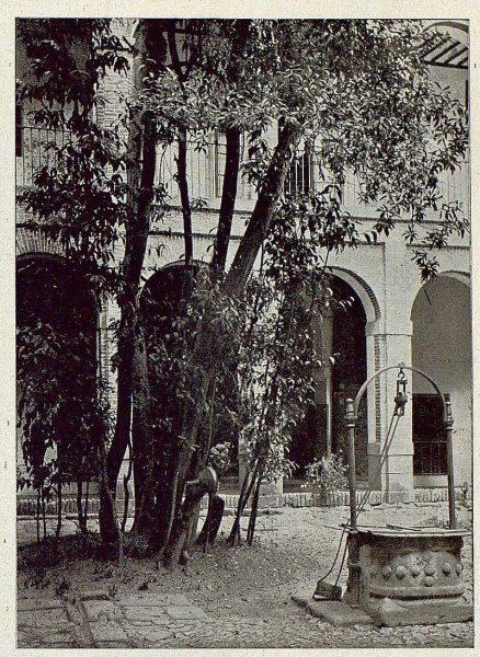 0359_TRA-1921-173-Convento de Santa Isabel, patio del laurel-Foto Comendador
