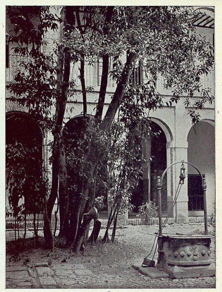 0365_TRA-1922-189-Convento de Santa Isabel, patio-Foto Comendador