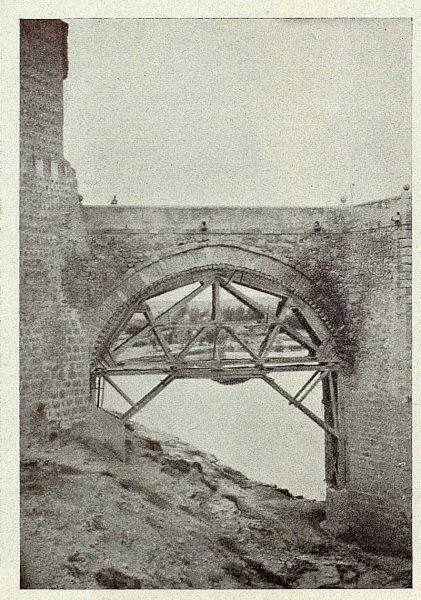 038_TRA-1925-215-Puente de Alcántara, ojo apuntalado-Foto Goitia