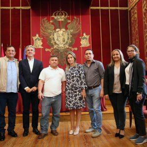 a alcaldesa recibe a una delegación de alcaldes de municipios de El Salvador interesados en Toledo como referente de cooperación