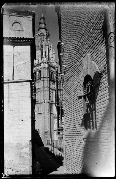 04 - 1947-07-00 - 011_1 - Toledo - Calle y torre de la Catedral