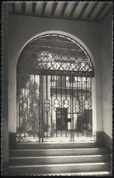 04 - 1947-07-00 - 037- Toledo - Patio típico [Calle Núñez de Arce]