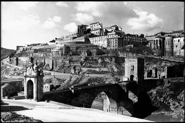 04 - 1952-11-00 - 114_1 - Toledo - Puente de Alcántara y vista parcial