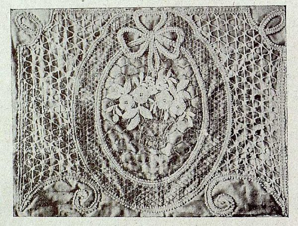 0456_TRA-1921-164-Escuela de Artes y Oficios, almohadón-Foto Rodríguez