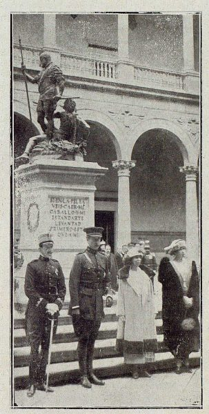 0459_TRA-1921-164-Foto Regia en el Patio del Alcázar-Foto Rodríguez