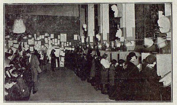 0463_TRA-1921-166-Escuela de Artes y Oficios, taller de dibujo artístico-Foto Rodríguez