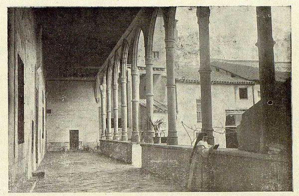 046_TRA-1921-174-Claustro de un convento toledano-Foto Rodríguez