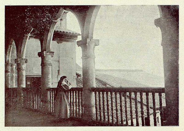 0481_TRA-1921-178-Convento de Santo Domingo el Real, claustro-Foto Rodríguez