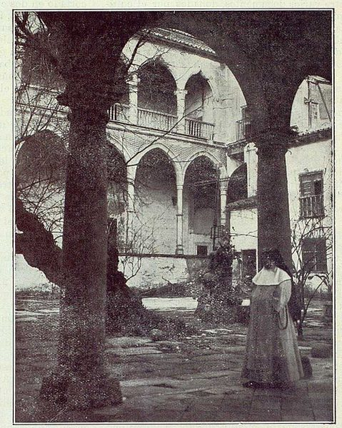 0494_TRA-1922-182-Patio de convento-Foto Rodríguez