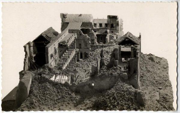 05 - 1947-07-00 - 187 - Toledo - Maqueta del Alcázar después del asedio