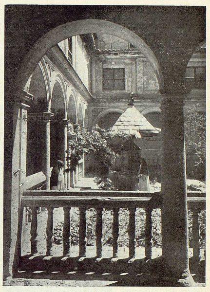 0504_TRA-1922-185-Patio de Convento-Foto Rodríguez