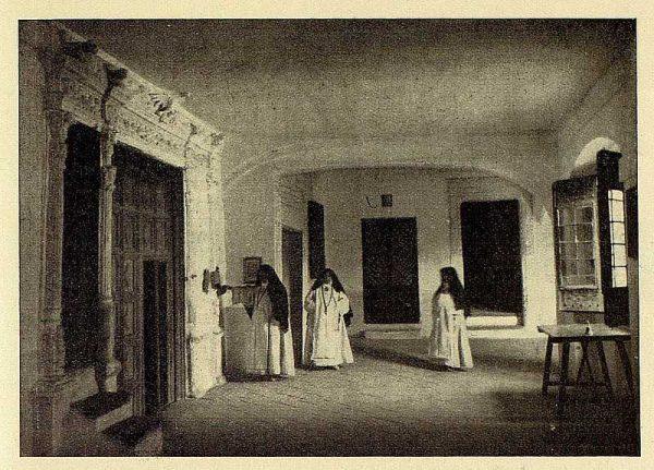 051_TRA-1928-258-Vista del interior de un convento-Foto Rodríguez