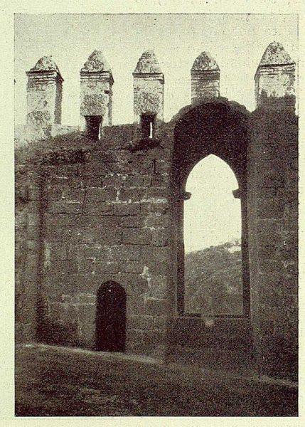 055_TRA-1929-263-Restauración de monumentos, un ventanal despues de descubierto-Foto Rodríguez