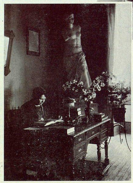 0561_TRA-1923-194-Escuela Normal de Maestras, su directora-Foto Rodríguez