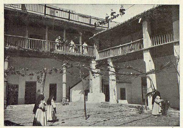 0585_TRA-1923-199-El Patio de la Mona-Foto Rodríguez