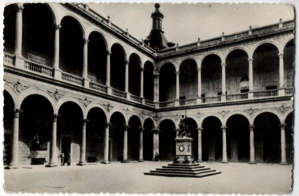 06 - 1930 ca - 501 - Toledo - El Alcázar. Patio de Carlos V antes del asedio
