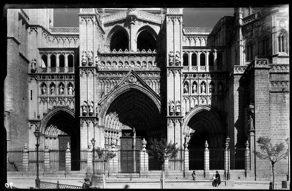 06 - 1947-07-00 - 070 - Toledo - Catedral. Puerta principal