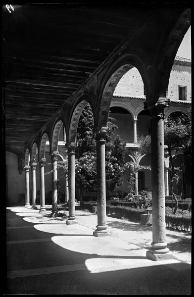 06 - 1958-06-00 - 019 - Toledo - Santa Cruz. Detalle del patio